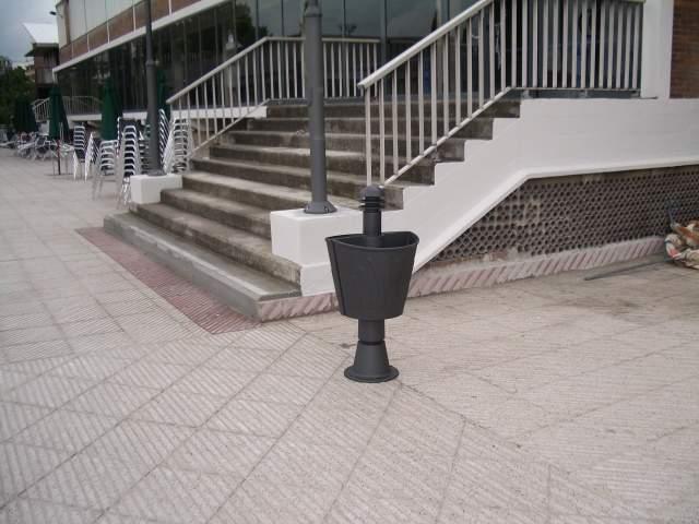Mobiliario y equipamiento urbano freycon papeleras for Mobiliario urbano tipos